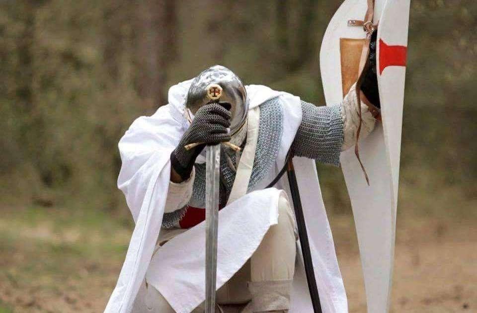foto di un cavaliere templare